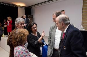 Xerardo Fernández Albor y Guillermo García de la Riega y parte de su familia.